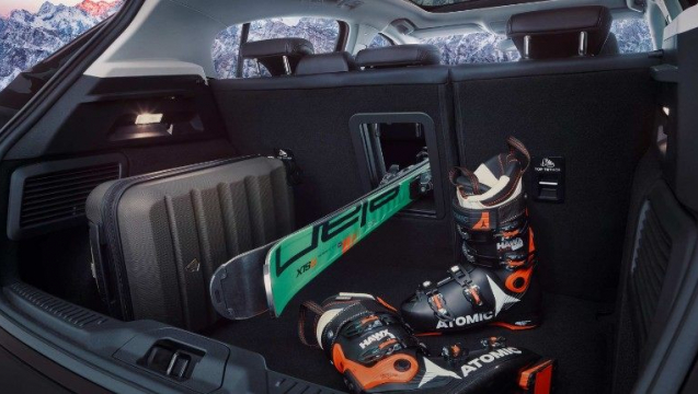 Ford-focus-eu-2017_FORD_FOCUS_VIGNALE_Bootspace_48_14skiing_01a-16x9-2160x1215.jpg.renditions.small.jpeg
